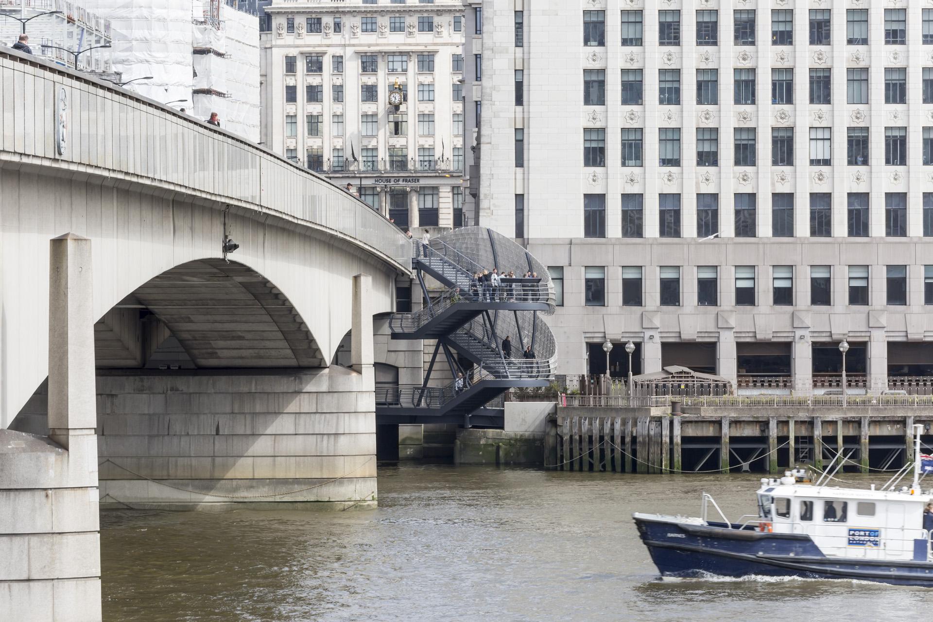 london bridge staircase 02